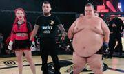 Video: Nữ võ sĩ lạnh lùng hạ knock out đối thủ nam nặng tới 240kg