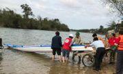 Hội Chữ thập đỏ TP.Đà Lạt tặng thuyền máy cho đồng bào vùng lũ miền Trung