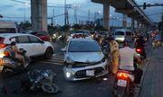 TP.HCM: Ô tô đâm nát nhiều xe máy, 3 người bị thương nặng