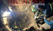 Đưa thi thể người đàn ông rơi xuống giếng sâu 12m lên bờ ở Sơn La