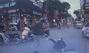Video: Hai người đàn ông dùng