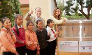 Hoa hậu H'Hen Niê rạng rỡ trong tà áo dài về thăm trường cũ, trao tặng hệ thống lọc nước sạch