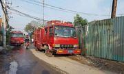 TP.HCM: Hai xưởng nhựa cháy lớn lúc sáng sớm, cột khói đen bốc cao hàng chục mét
