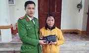 Người phụ nữ bỏ quên túi xách chứa 16 triệu đồng nhận lại tài sản