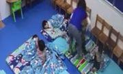 Vụ bé 3 tuổi bị xốc nách, đuổi ra ngoài lớp giữa trời lạnh: Chấm dứt hợp đồng với cô giáo