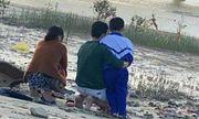 Nghi vấn mẹ trẻ ôm con 14 tháng bị bệnh não nhảy cầu tự tử: Chồng ôm con trai lớn quỳ gối gọi tên vợ