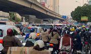 Chùm ảnh: Đường phố Hà Nội ùn tắc, người dân ồ ạt về quê nghỉ Tết Dương lịch