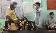 Bé gái 6 tuổi đi lạc trong đêm giao thừa được CSGT giúp đỡ