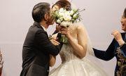 Khoảnh khắc NSND Công Lý ngại ngùng khóa môi bạn gái Ngọc Hà trong lễ cưới