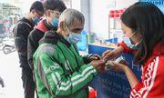 Cận cảnh suất ăn quán cơm giá 2.000 đồng ở Hà Nội: Chút thịt, rau san sẻ âu lo