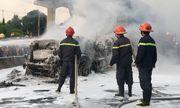 TP.HCM: Kinh hoàng cảnh xe container bốc cháy dữ dội trên xa lộ