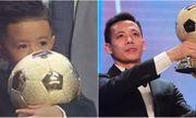 Văn Quyết lần đầu đoạt Quả bóng vàng Việt Nam, con trai ôm chặt giải thưởng của bố