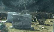 Người bí ẩn quỳ gối trước mộ con trai quá cố của Tổng thống Biden khi ông tuyên thệ nhậm chức