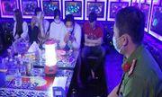 Bến Tre: Đột kích quán karaoke lúc rạng sáng, phát hiện 26 đối tượng dương tính với ma túy