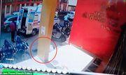 Video: Xót xa cảnh nhân viên y tế Ấn Độ ngã gục, tử vong khi đang làm nhiệm vụ