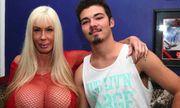 Ngôi sao khiêu dâm suýt mất mạng vì ngực khủng