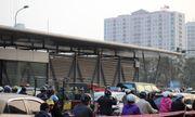 """Hà Nội: Nhà chờ xe buýt 5 sao trên đà hóa """"ổ chuột"""""""