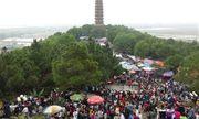 Bắc Ninh: Hàng vạn du khách trẩy hội chùa Phật tích