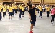 Học sinh Hà Nội tập thể dục trên nền nhạc EDM sôi động