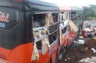Tin trong nước - Hai xe khách giường nằm tông nhau tại Gia Lai khiến 33 hành khách hoảng loạn