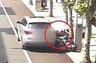 """Video-Hot - Video: Tài xế không kéo phanh tay khiến ô tô """"trôi"""" tự do, cán 2 người đi xe máy"""