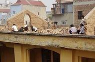 Giáo dục pháp luật - Vụ bắt học sinh đẽo gạch trên mái nhà: Hình phạt chưa thể hiện tính nhân ái của thầy cô