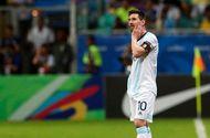 Messi nỗ lực thi đấu, Argentina vẫn thua đau đớn trong trận ra quân tại Copa America