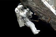 Công nghệ - Phi hành gia thay pin trên trạm ISS ngoài không gian như thế nào?