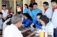 Việc tốt quanh ta - Hà Tĩnh: Khám, cấp phát thuốc miễn phí cho 120 người cao tuổi