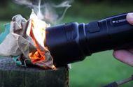 Công nghệ - Video: Cận cảnh loại đèn pin nhỏ gọn cực mạnh có thể nấu chín trứng