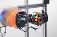 """Công nghệ - """"Sốc"""" khi xem robot xoay Rubik điệu nghệ bằng một tay"""