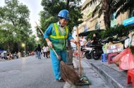 Việc tốt quanh ta - Người phụ nữ 30 năm cần mẫn với công việc làm sạch đường phố