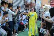 Việc tốt quanh ta - Ngày 20/10 đặc biệt của những cụ bà trong xóm cửu vạn chân cầu Long Biên