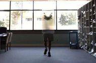 Công nghệ - Cận cảnh loại vật liệu có thể bẻ cong ánh sáng khiến người đứng sau trở nên vô hình