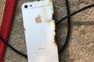 Công nghệ - Rò rỉ điện, nam thanh niên tử vong khi dùng điện thoại iPhone đang sạc pin
