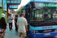 Việc tốt quanh ta - Tặng thẻ xe buýt miễn phí cho người cao tuổi