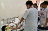 """Tin trong nước - Nam bệnh nhân """"ngáo đá"""" túm tóc, lên gối đánh nữ điều dưỡng mang thai 4 tháng"""