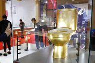 Kinh doanh - Chiêm ngưỡng chiếc bồn cầu mạ vàng đính hơn 40.000 viên kim cương có giá gần 30 tỷ đồng