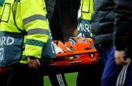 Bóng đá - Tiền vệ lui về phòng ngự bị sao Premier League sút trúng đầu bất tỉnh