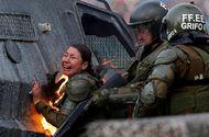 Tin thế giới - Tin tức thế giới mới nóng nhất ngày 8/11: Nữ cảnh sát bốc cháy vì trúng bom xăng