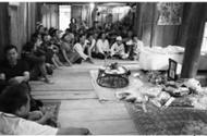 Tin trong nước - Vợ khóc ngất trước di ảnh của người chồng bị điện giật khi sang Lào mưu sinh