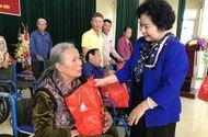 Việc tốt quanh ta - Thanh Hóa: Trao tặng xe lăn và quà cho người khuyết tật
