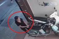 Video-Hot - Video: Người phụ nữ thản nhiên trộm xe điện trên phố