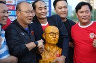 """Bóng đá - HLV Park nhận món quà đặc biệt trước trận """"đại chiến"""" với Thái Lan"""