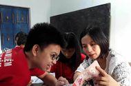 Việc tốt quanh ta - Cô giáo Quảng Trị gần 10 năm dạy tiếng Anh miễn phí cho học sinh nghèo
