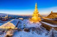 Cận cảnh tượng Phật trên đỉnh núi Nga Mi được dát bởi 2.300 miếng vàng