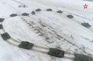Video-Hot - Video: Sĩ quan Nga xếp hình tim từ 16 xe tăng để cầu hôn bạn gái ngày Valentine