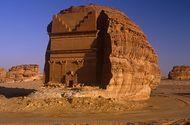 Video-Hot - Video: Cận cảnh ngôi mộ tạc từ khối đá khổng lồ nằm trơ trọi giữa sa mạc
