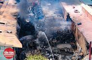 Tin trong nước - Vụ cháy gần tổng kho xăng dầu ở Long Biên: Các thùng phuy không chứa hóa chất độc hại