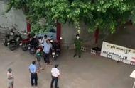 An ninh - Hình sự - Phá cửa căn phòng dưới khán đài sân vận động, phát hiện thi thể cụ ông